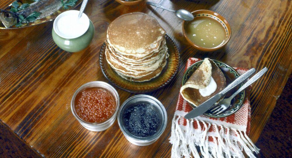 Ruské palačinky s kaviárem a smetanou
