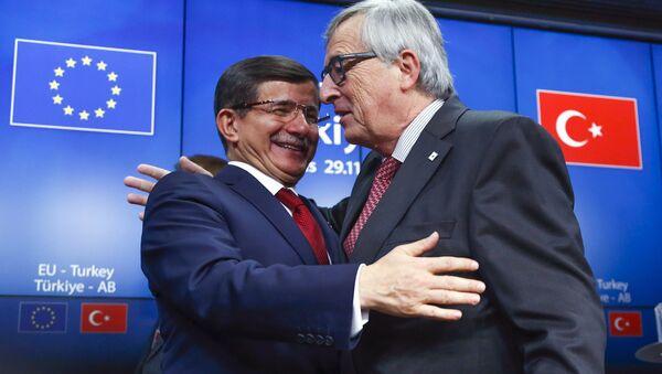 Ahmet Davutoglu a Jean Claude Juncker - Sputnik Česká republika