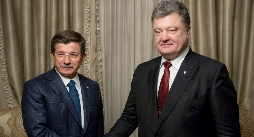 Ahmet Davutoglu a Petro Porošenko