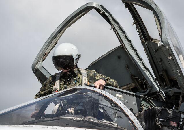 Ruský bombardér Su-24 na letecké základně Hmeimim