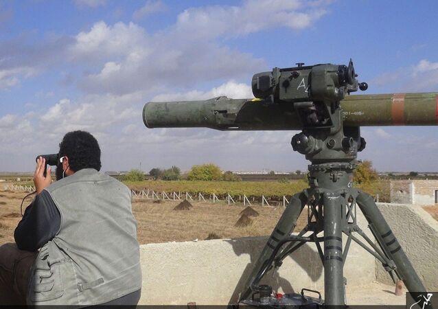 Příslušník IS a TOW-1 nedaleko Aleppa
