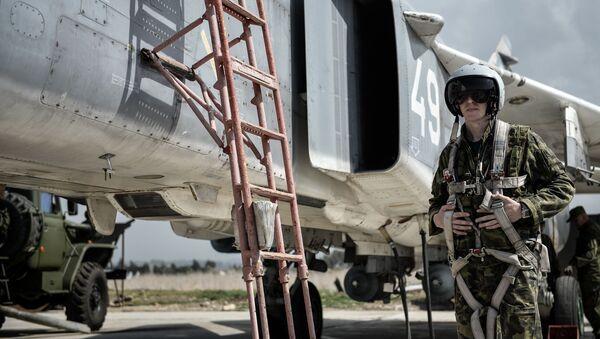 Ruský pilot na základně Hmeimim - Sputnik Česká republika