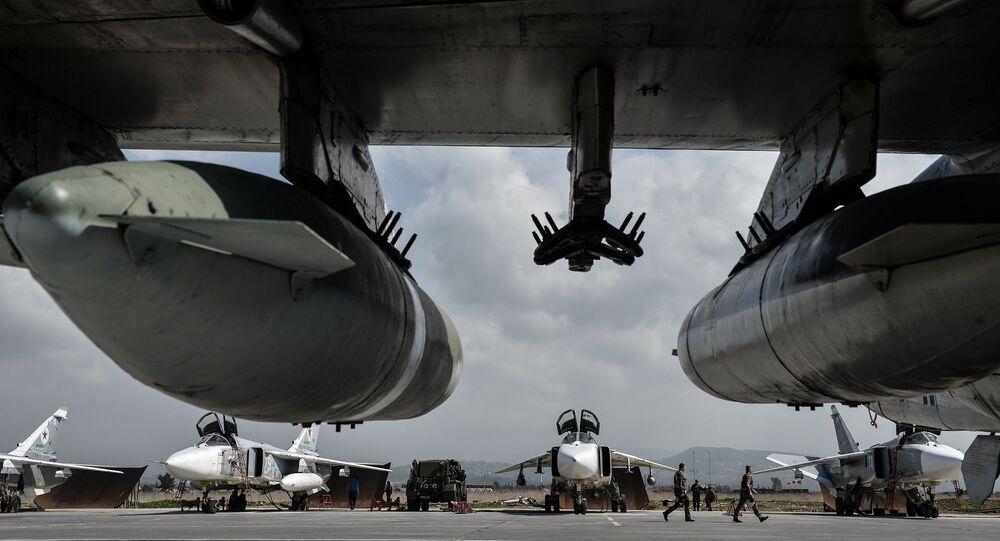 Ruské bombardéry Su-24 na základně Hmeimim v Sýrii