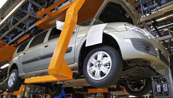 Automobil Lada Largus na výrobní lince společnosti AvtoVAZ v Toljatti - Sputnik Česká republika