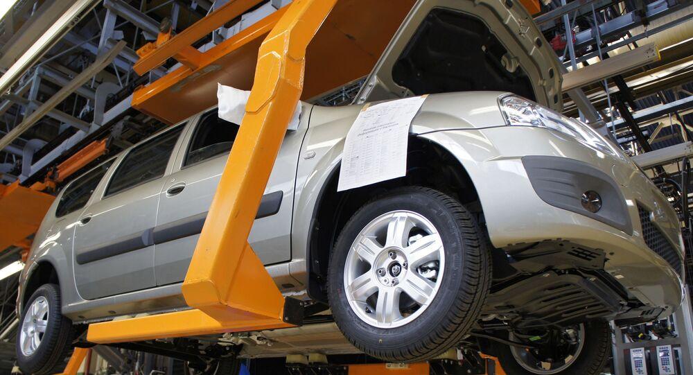 Automobil Lada Largus na výrobní lince společnosti AvtoVAZ v Toljatti
