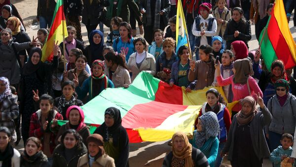 Kurdské vlajky - Sputnik Česká republika