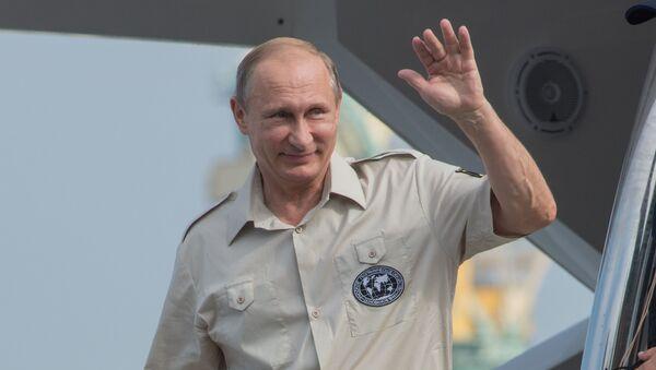 Vladimir Putin během pracovní návštěvy na Krymu - Sputnik Česká republika