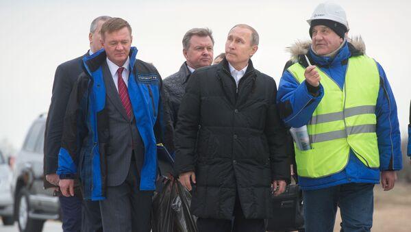 Vladimir Putin během návštěvy na Krymu - Sputnik Česká republika