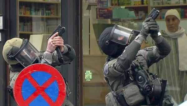 Jeden z podezíraných v případu teroristických činů v Paříži byl zadržen v pátek v průběhu protiteroristické speciální operace v Bruselu - Sputnik Česká republika