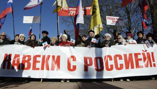 Obyvatelé Simferopolu slavili druhé výročí sjednocení Krymu s Ruskem - Sputnik Česká republika
