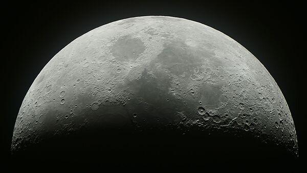 Přibývající měsíc na nebi nad Moskvou - Sputnik Česká republika