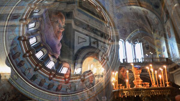 Věřící v Chrámu Krista Spasitele v Moskvě - Sputnik Česká republika