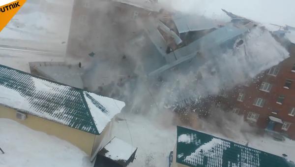 Silný vítr strhl střechu obytného domu v Rusku - Sputnik Česká republika