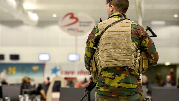 Policista na bruselském letišti - Sputnik Česká republika