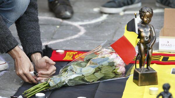 Květiny na památku obětí teroristů během útoků v Bruselu - Sputnik Česká republika