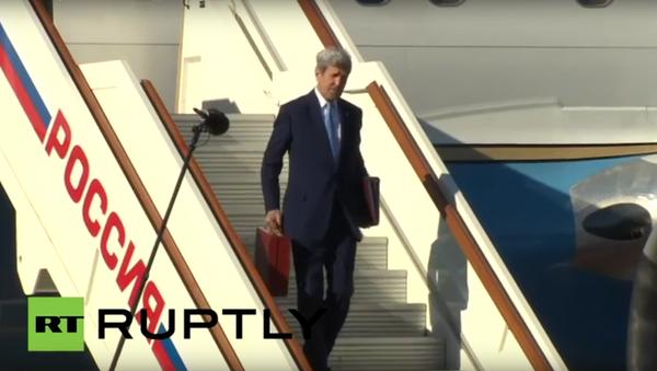 Unavený ministr zahraničí USA na moskevském letišti - Sputnik Česká republika