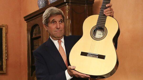 John Kerry s kytarou - Sputnik Česká republika