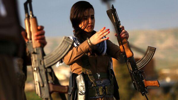 Cvičení kurdské domobrany. Ilustrační foto - Sputnik Česká republika