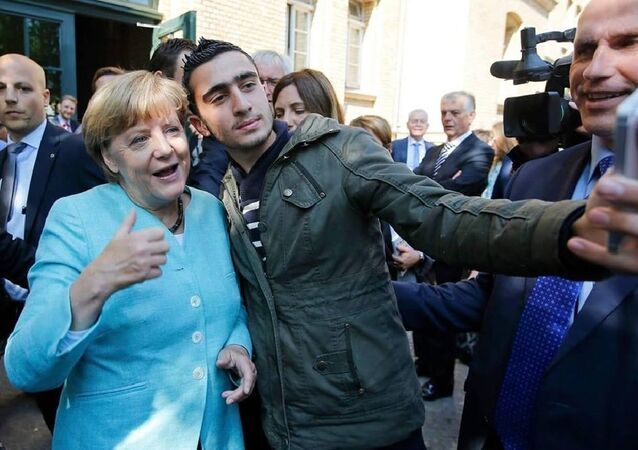 Anas Modamani a Angela Merkelová