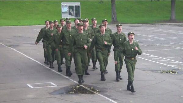 Ruští vojáci zpívají Barbie Girl - Sputnik Česká republika