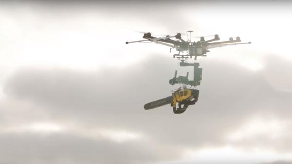 Dron s benzinovou pilou prohrál boj s nafukovacím balónkem - Sputnik Česká republika