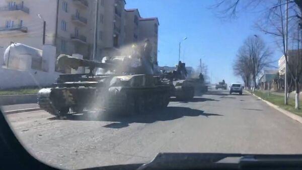 Tanky na linii dotyku v Náhorním Karabachu - Sputnik Česká republika