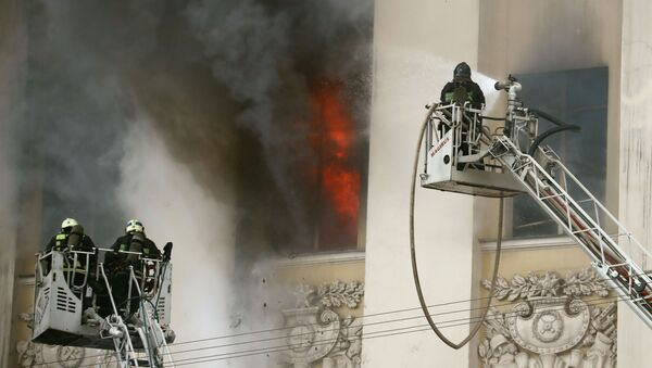 V Moskvě vypukl požár v budově ministerstva obrany - Sputnik Česká republika