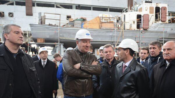 Místopředseda ruské vlády Dmitrij Rogozin navštívil loděnici More ve Feodosii - Sputnik Česká republika