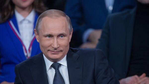 Ruský prezident Vladimir Putin na médiafóru v Petrohradě - Sputnik Česká republika