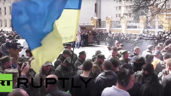 Kyjev: mítink před budovou prezidentského úřadu. VIDEO - Sputnik Česká republika