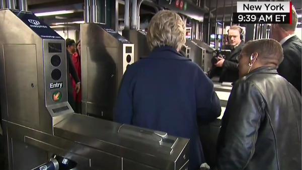 Clintonová v metru - Sputnik Česká republika