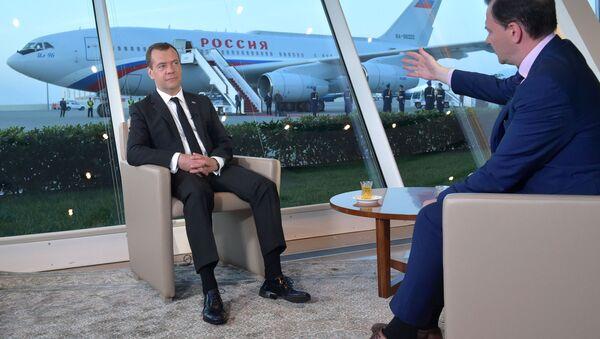 Ministerský předseda RF Dmitrij Medvěděv během interview pro pořad Vesti v sobotu - Sputnik Česká republika