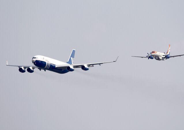 Il-96-400T a Il-114