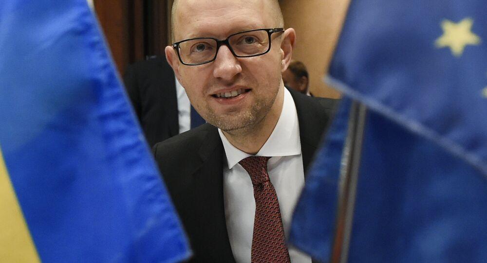 Práce vlády pod vedením Jaceňuka dostala v únoru negativní hodnocení ze strany parlamentu, ovšem vyslovit nedůvěru vládě se Radě nepodařilo