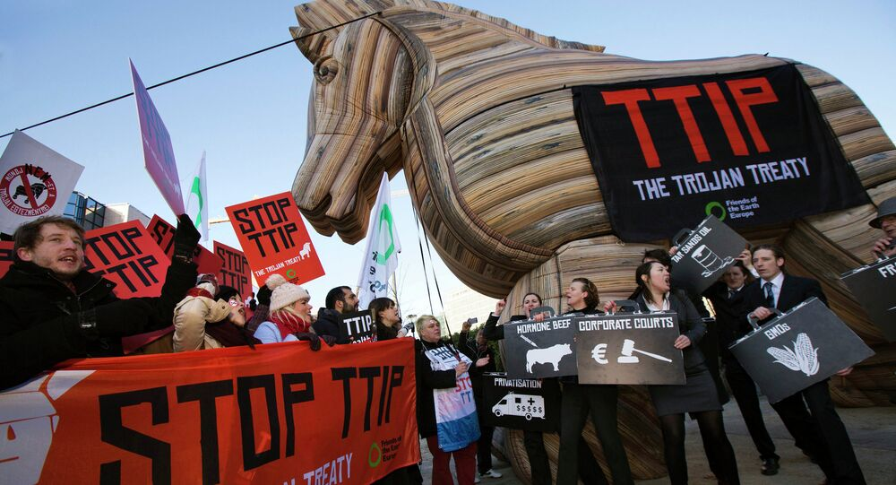 Demonstrace proti plánovanému Transatlantickému obchodnímu a investičnímu partnerství (TTIP)