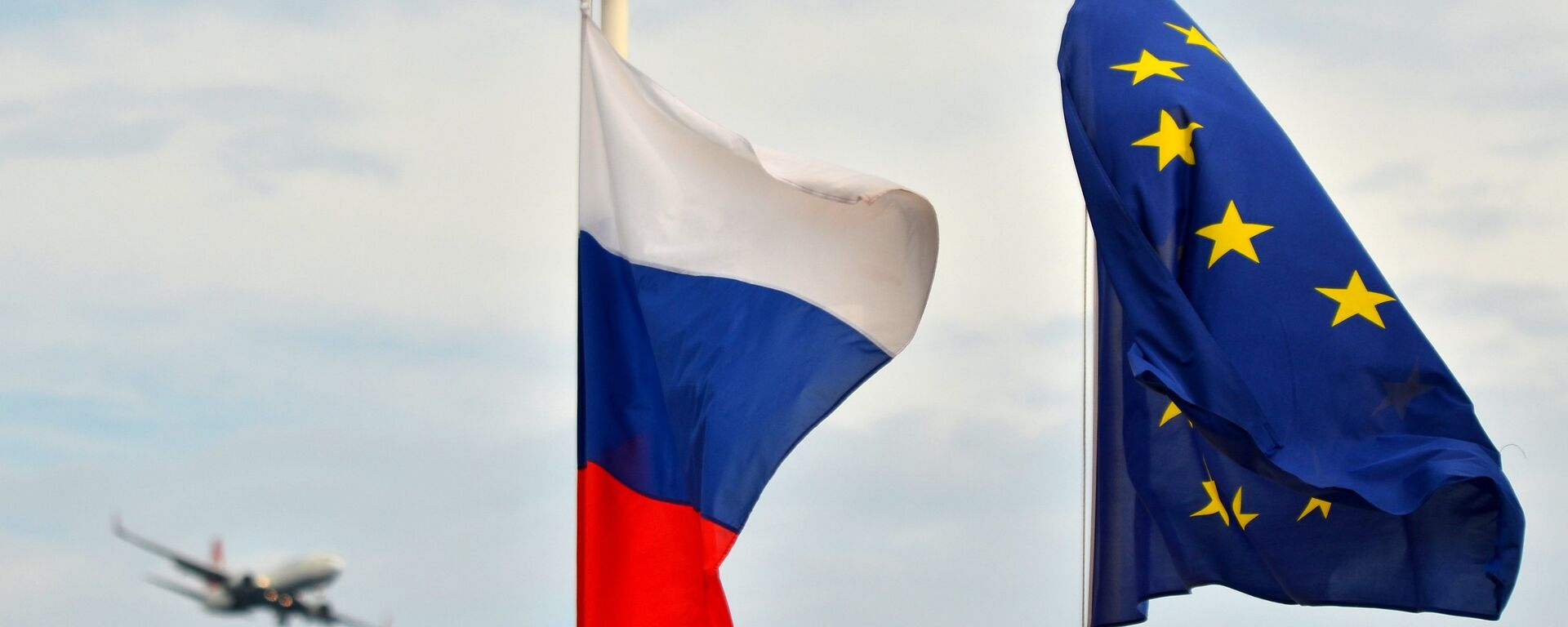 Vlajka Ruska a vlajka EU - Sputnik Česká republika, 1920, 11.08.2021
