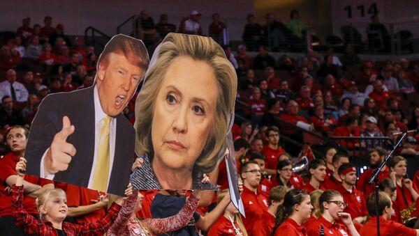 Portréty Donalda Trumpa a Hillary Clintonové - Sputnik Česká republika
