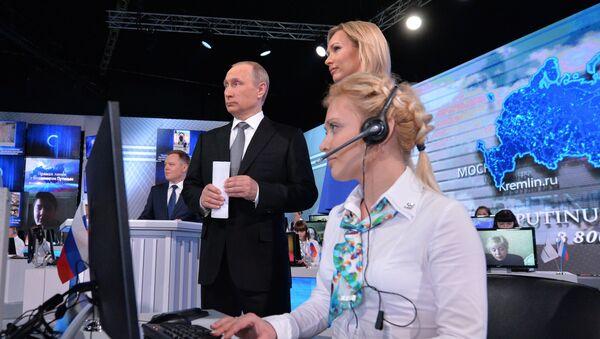 Vladimir Putin během přímé linky - Sputnik Česká republika