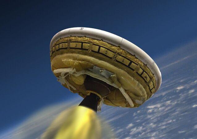 To, jak by mohlo vypadat přistání aparátu LDSD na Marsu