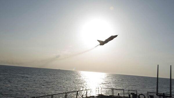 Let Su-24 nad torpédoborcem Donald Cook - Sputnik Česká republika
