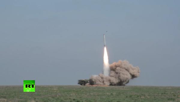Bojový start křídlaté rakety Iskander-M na cíl - Sputnik Česká republika