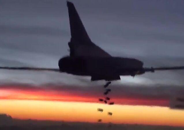Tu-22 shazuje bomby
