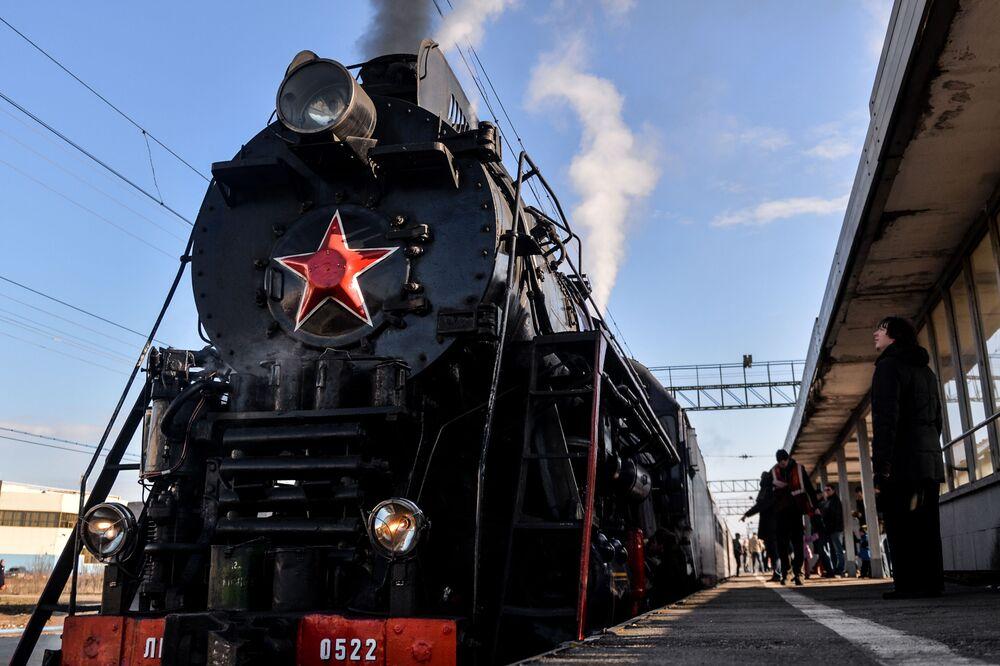 Turistický retrovlak ve Velikém Novgorodu