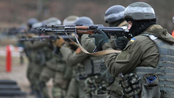Vojáci Národní gardy Ukrajiny během cvičení podle metodiky NATO - Sputnik Česká republika