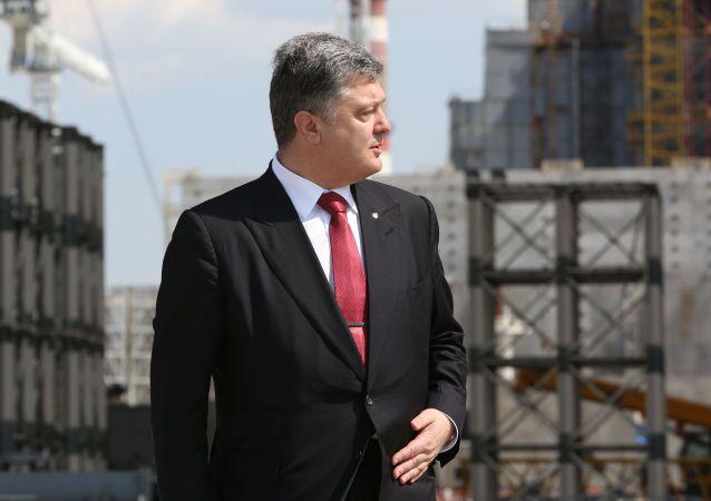 Ukrajinský prezident Petro Porošenko během návštěvy Černobylské jaderné elektrárny