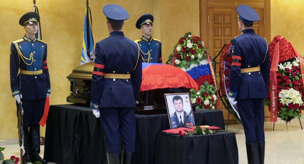 Pohřbení pilota Su-24 Olega Peškova