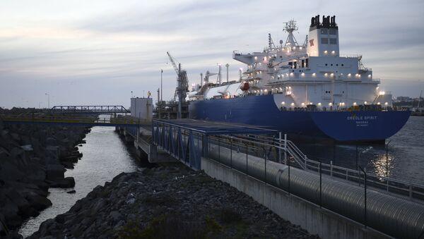 Cisternová lod´ Creole Spirit s americkým plynem v Portugalsku - Sputnik Česká republika