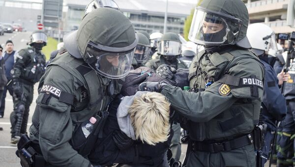Policie zadržuje protestujících v Stuttgartu - Sputnik Česká republika