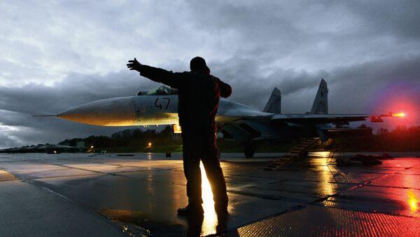 Lety stíhaček Su-27 v Kaliningradské oblasti Ruska - Sputnik Česká republika