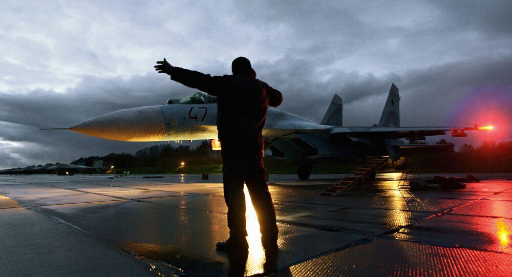 Lety stíhaček Su-27 v Kaliningradské oblasti Ruska